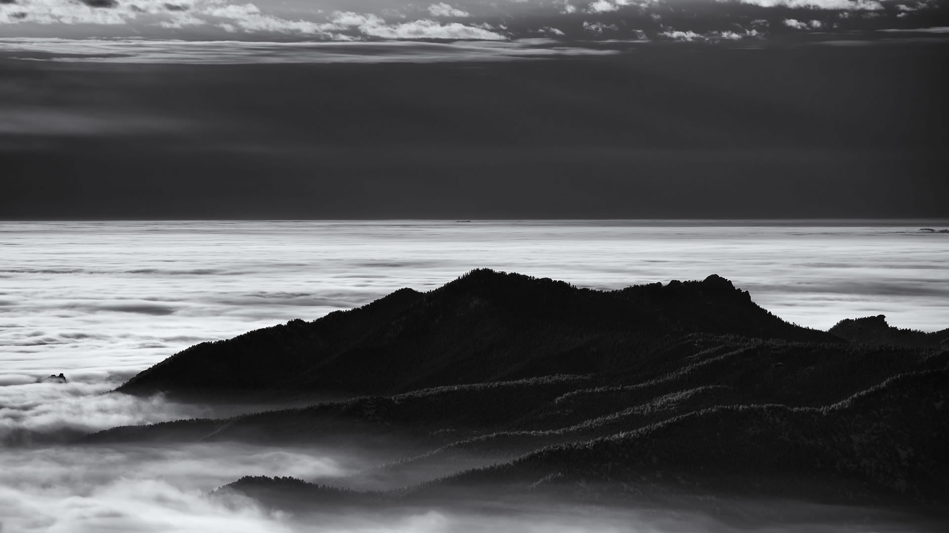 Daniel-Joder-Green-Mountain-Above-The-Fog
